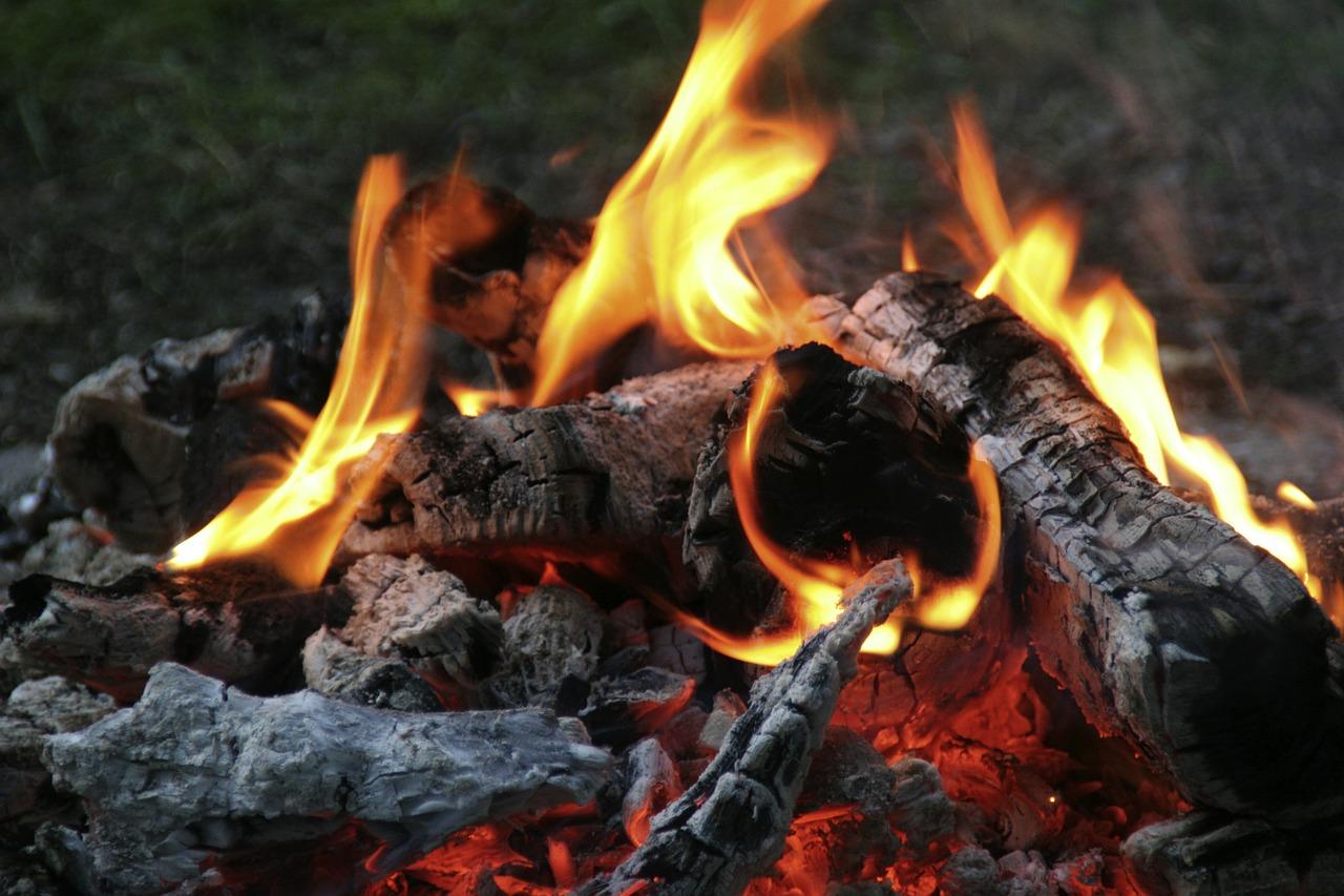 campfire-552954_1280